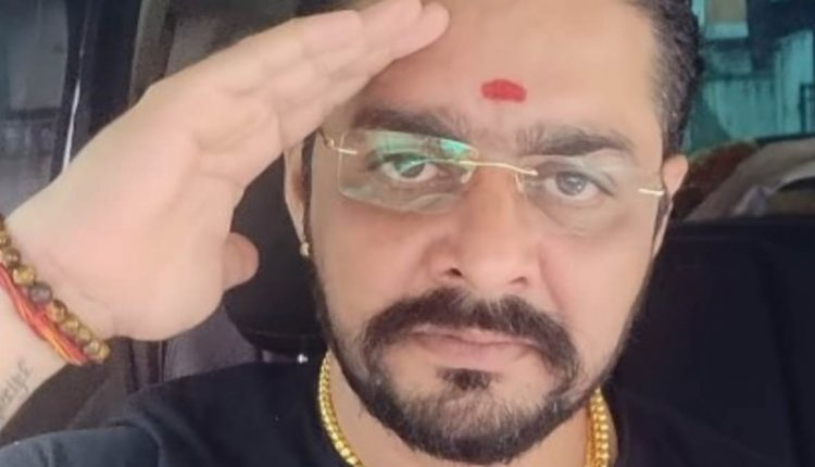 Bigg Boss 13 Hindustani Bhau S Wife Ashwini Files A Police
